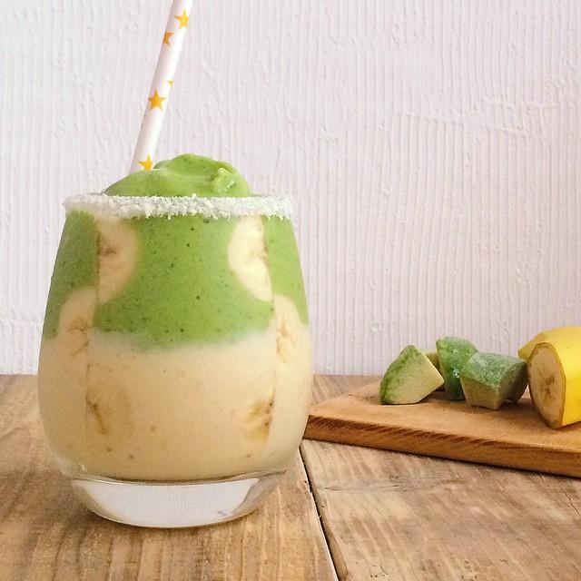 【レシピ】栄養満点!グリーンとマンゴーの二色スムージー<br>|日常にひとときの贅沢を<br>by Mai_Smoothie