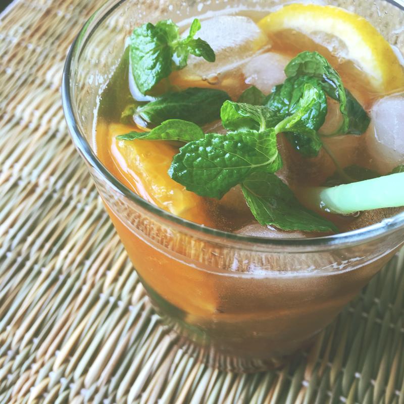 ウェルカムドリンクにも!ハーブとスパイス香るオレンジティーソーダ|PARTY FOOD KITCHEN by 料理家 Kaori Kobayashi