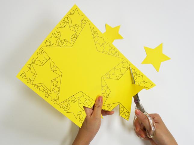 星型を切り取る装飾の写真