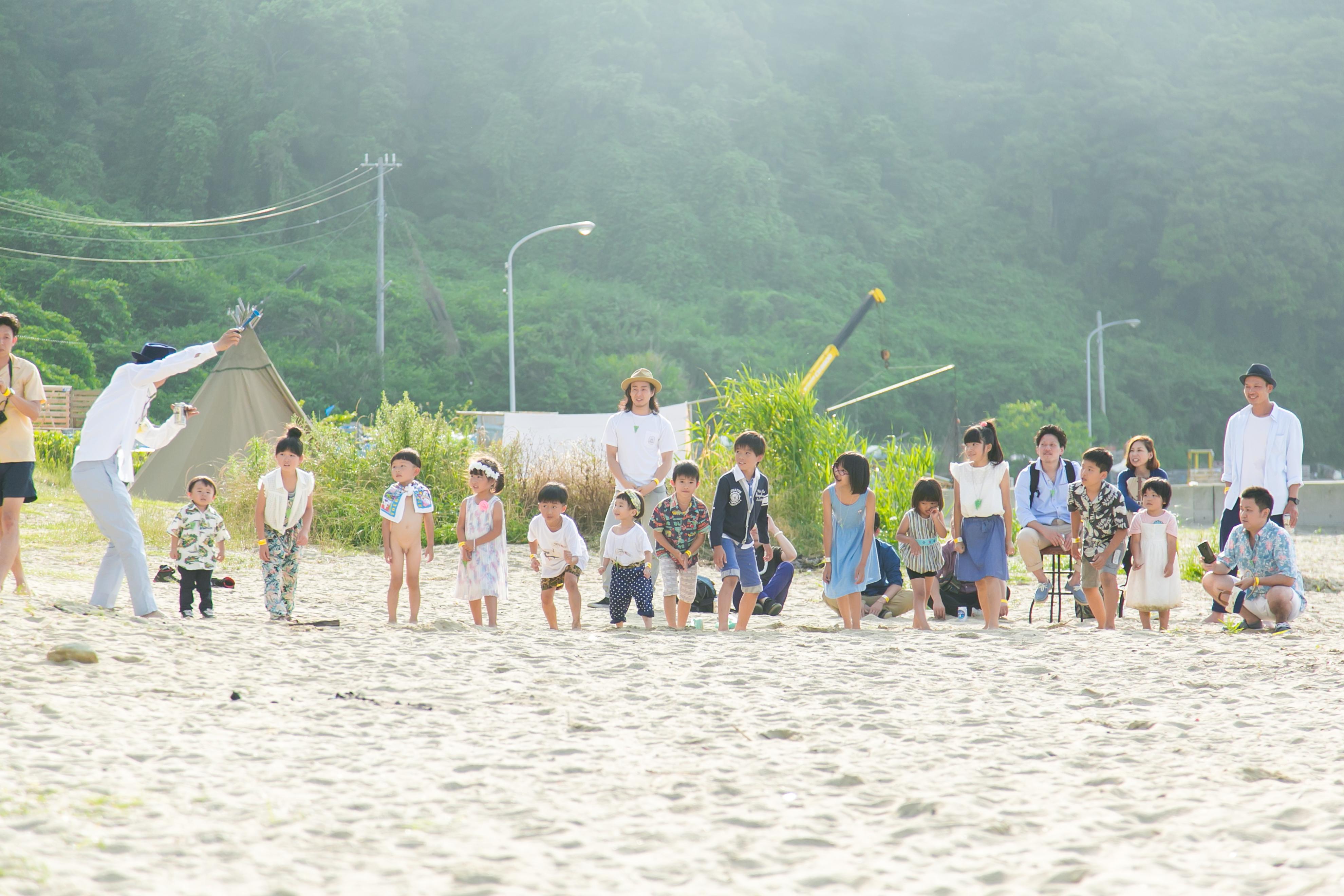 可愛いビーチ結婚式の写真