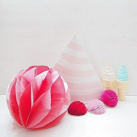 パーティーの装飾にぴったりな手作りハニカムボールの作り方の写真