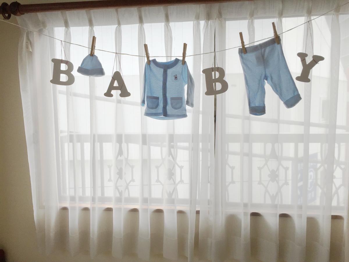 ベビーシャワーのベビー服装飾の写真