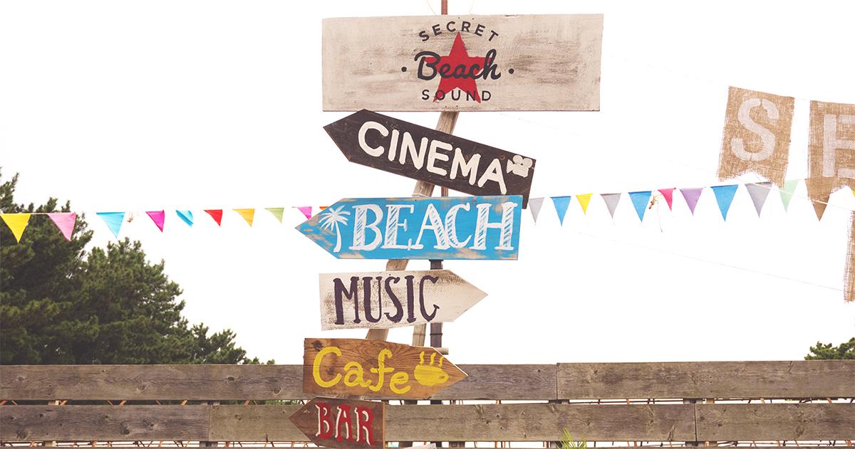 複写紙で簡単にデザインできちゃう!DIYペイントが可愛いビーチサインの作り方