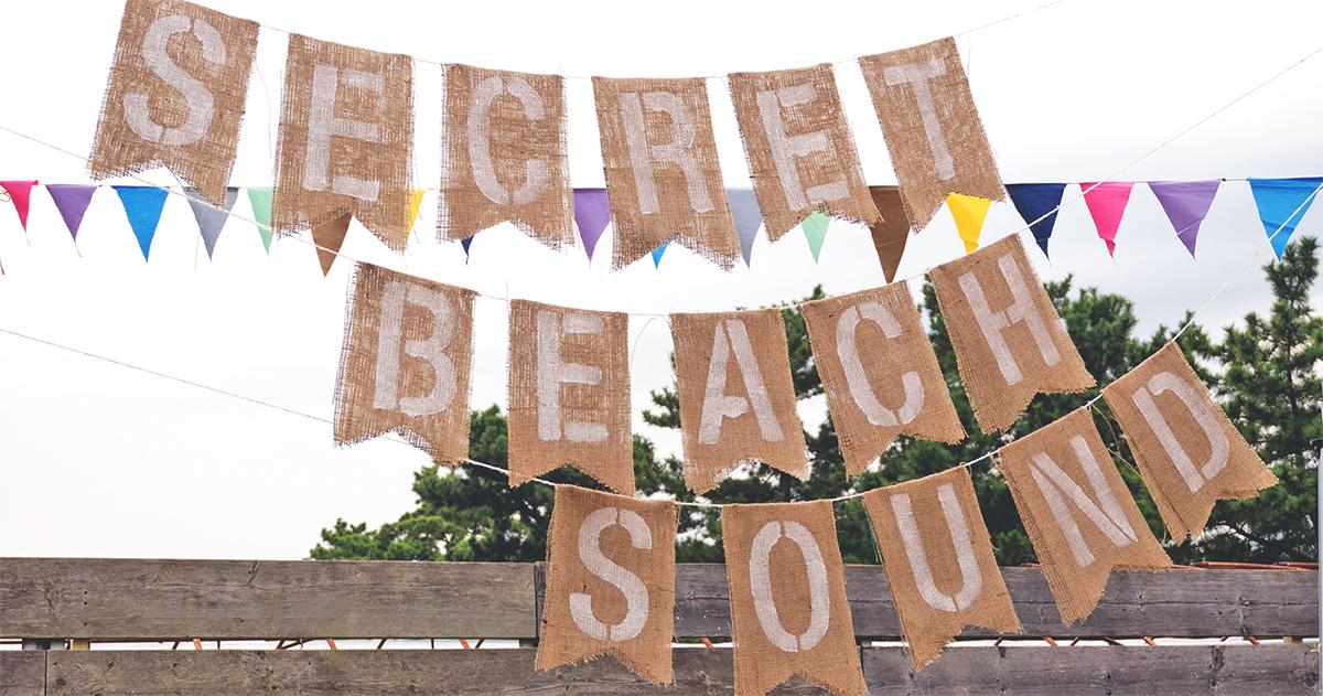 布に好きな文字をステンシル!時短でできる簡単ガーランドの作り方
