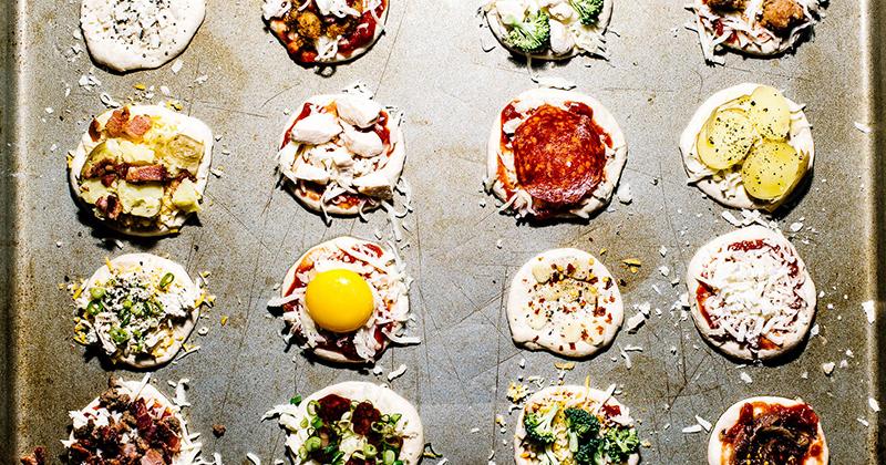 みんなでわいわいトッピング対決!おうちで簡単&本格ミニピザの作り方