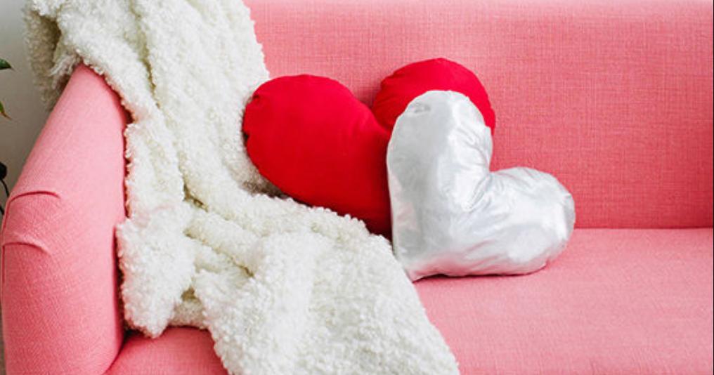 手作りバレンタインはチョコだけじゃない♪簡単ハート型クッションの作り方