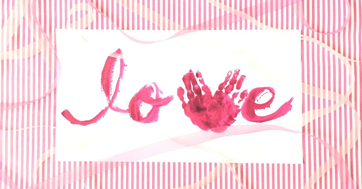 ちいさな手のひらでつくるハートマーク♡手形アートの作り方