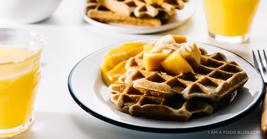 春におすすめ!ココナッツワッフルのマンゴー添えレシピ