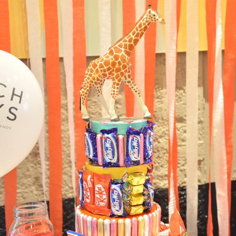 大人もこどもも盛り上がろう!お菓子タワーの作り方<br>|by OIWAI LABO