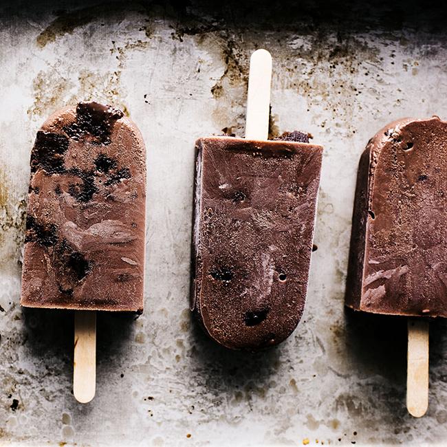 夏は涼しく!チョコファッジブラウニーのアイスキャンディーレシピ<br />|i am a food blog by Stephanie Le