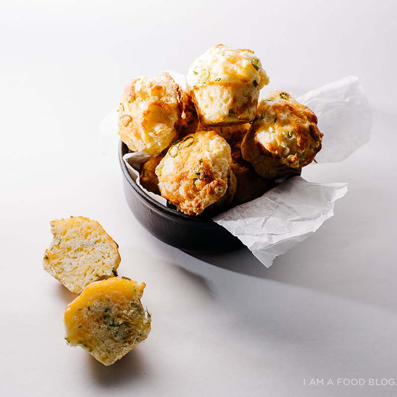 しっとり甘香ばしい♪「チェダーチーズマフィン」のレシピ<br />|i am a food blog by Stephanie Le