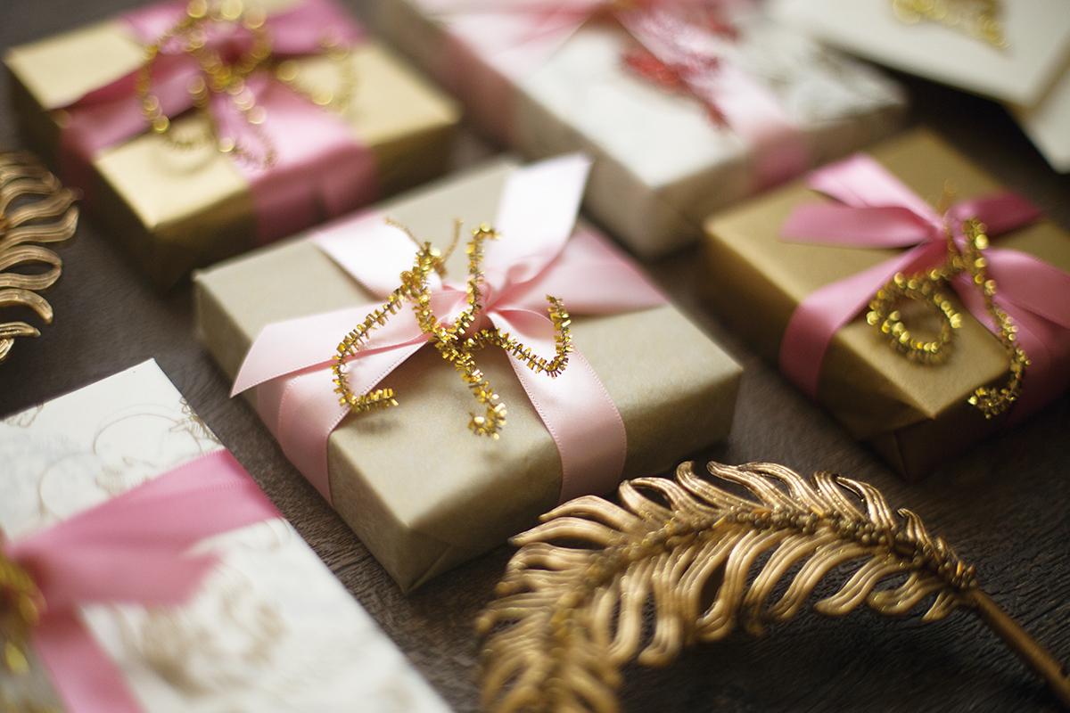 ギフトにアクセントを♪お手軽ラメモールで作る簡単イニシャル|by Style Wrapping|ARCH DAYS