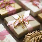 ギフトにアクセントを♪お手軽ラメモールで作る簡単イニシャル<br/>|by Style Wrapping