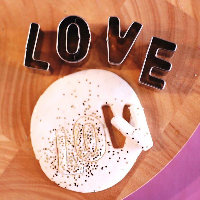 クッキー型で簡単!オリジナルのバレンタイントッパー☆|by Little Special Studio