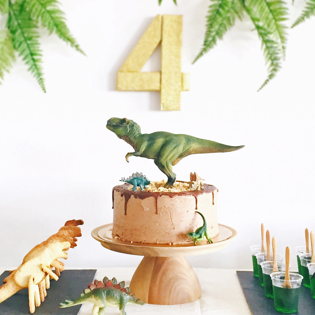 恐竜テーマ_バースデー_ケーキ