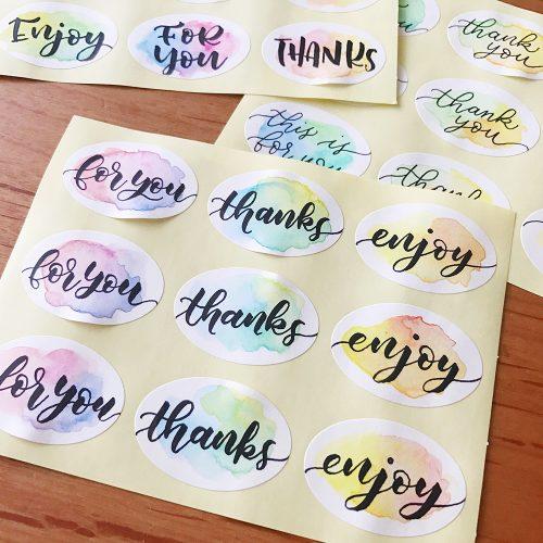 絵の具とペンだけで簡単にできる!オリジナル水彩シール の作り方<br>|by danae.lettering