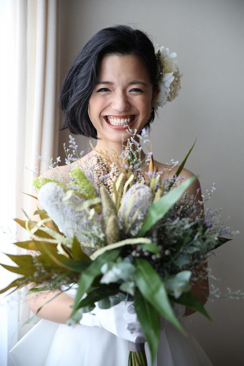 黒髪ウェーブボブの花嫁髪型