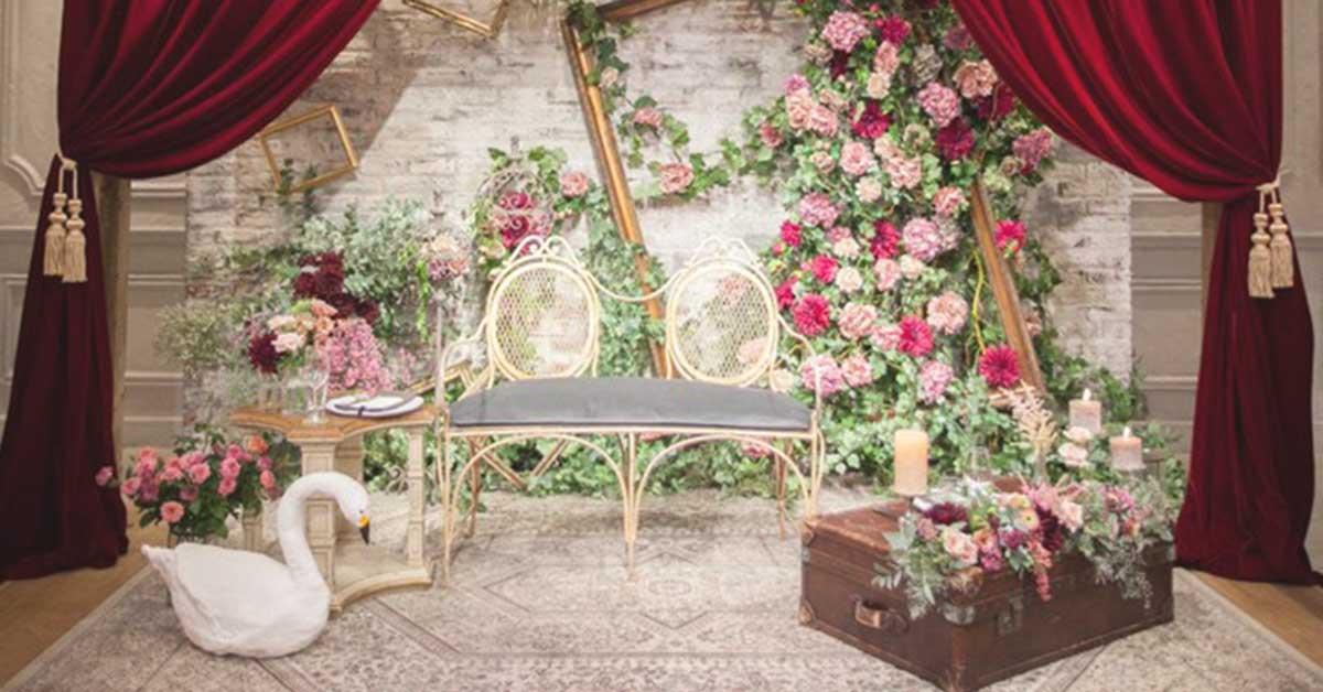 ソファが人気?式場からガーデンまで、おしゃれな結婚式の高砂デザイン16選