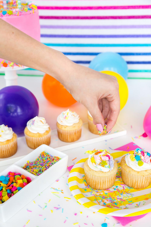 カップケーキに手作りカラースプレー