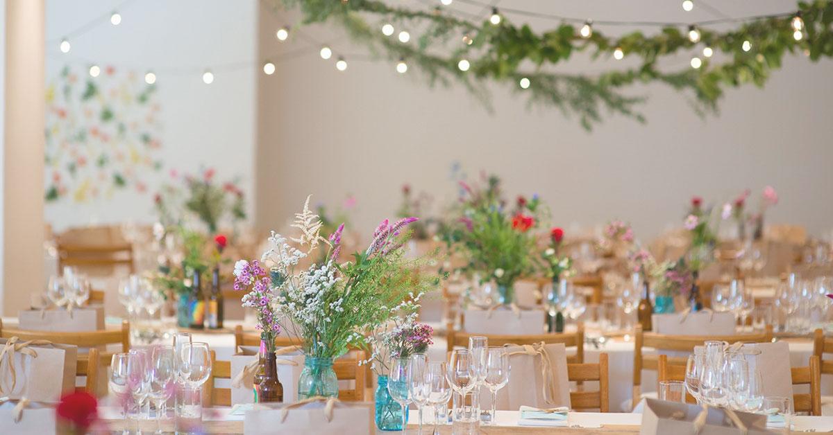 こだわりのゲストテーブルであなただけの結婚式を!装花や装飾のアイディアをご紹介