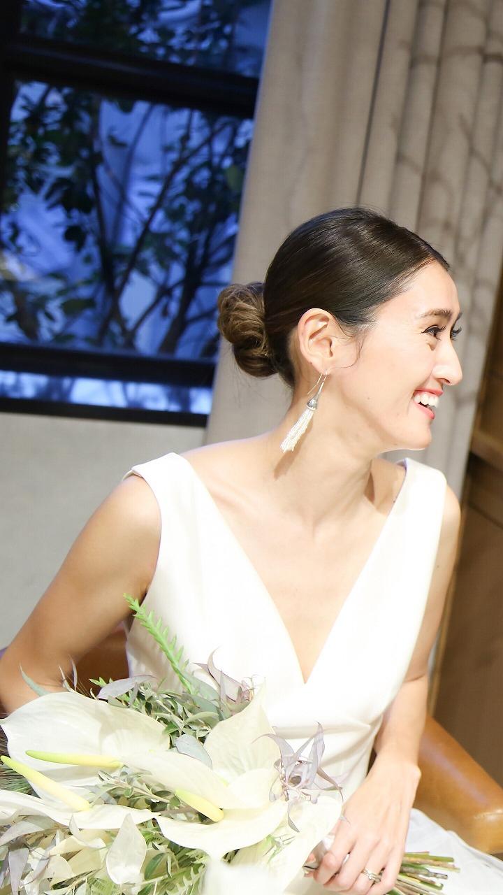 タイトなシニヨン人気が再燃 オシャレ花嫁の2019年結婚式ヘアスタイル