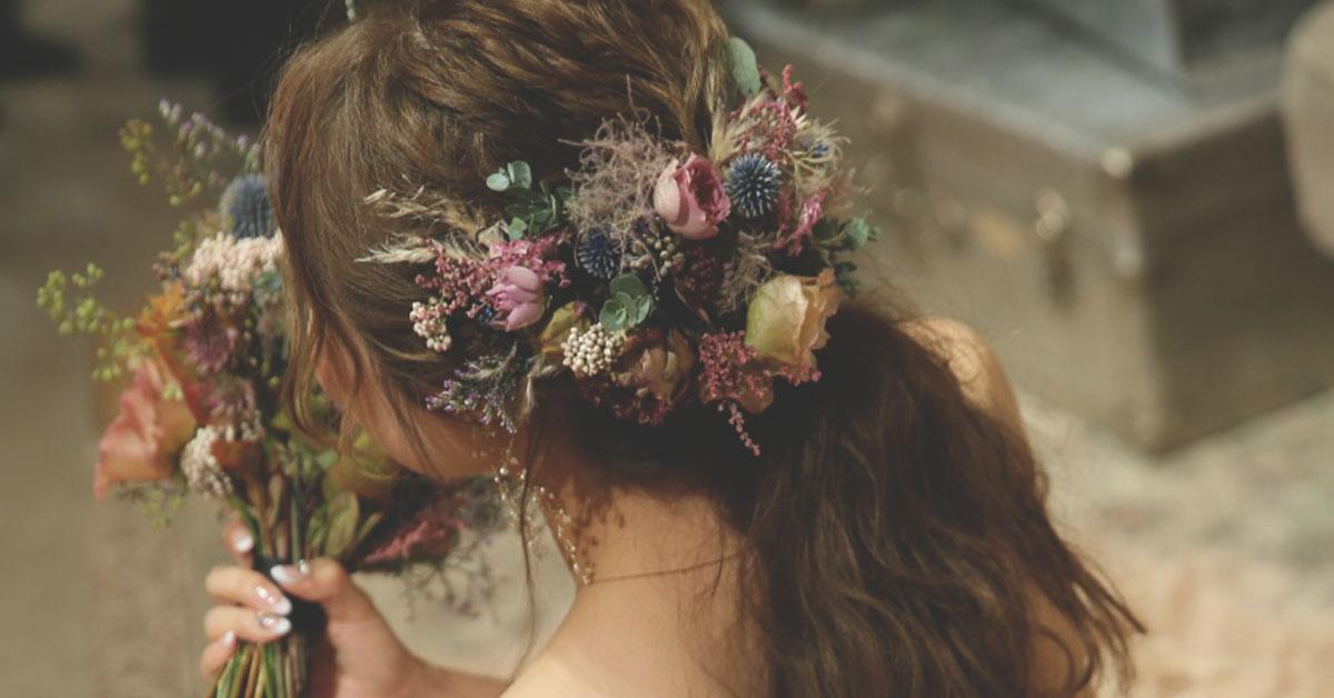【フラワーコーディネーター監修】結婚式お花を使った花嫁髪型アレンジのポイント
