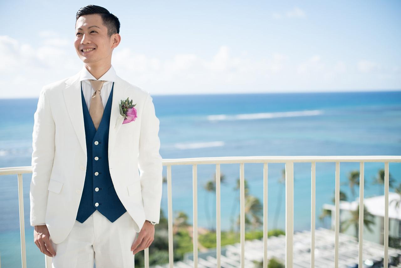 結婚式 新郎 タキシード 色