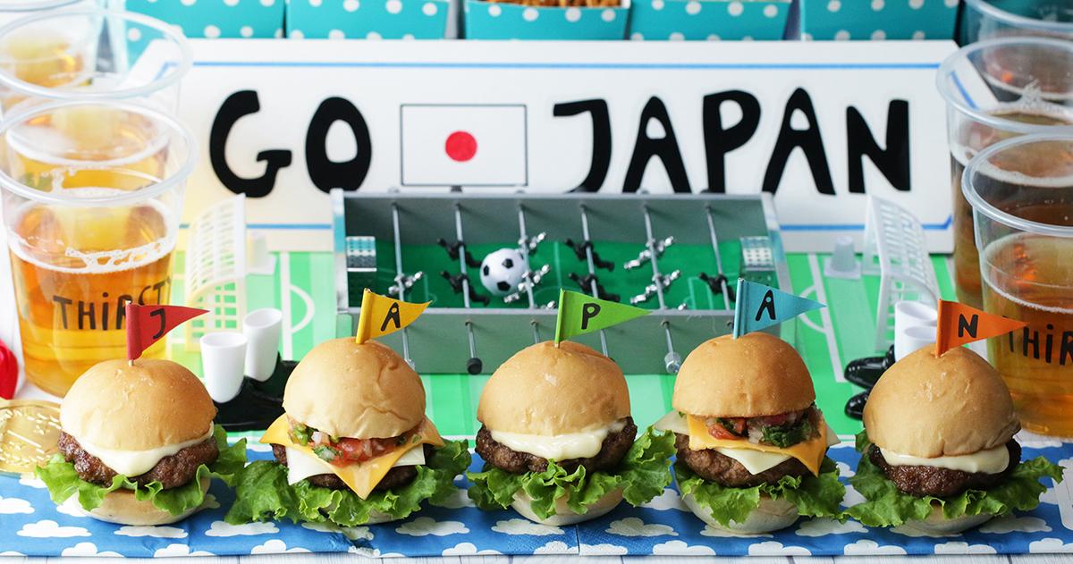 【動画】サッカー観戦のおともに!2種のミニバーガーの作り方