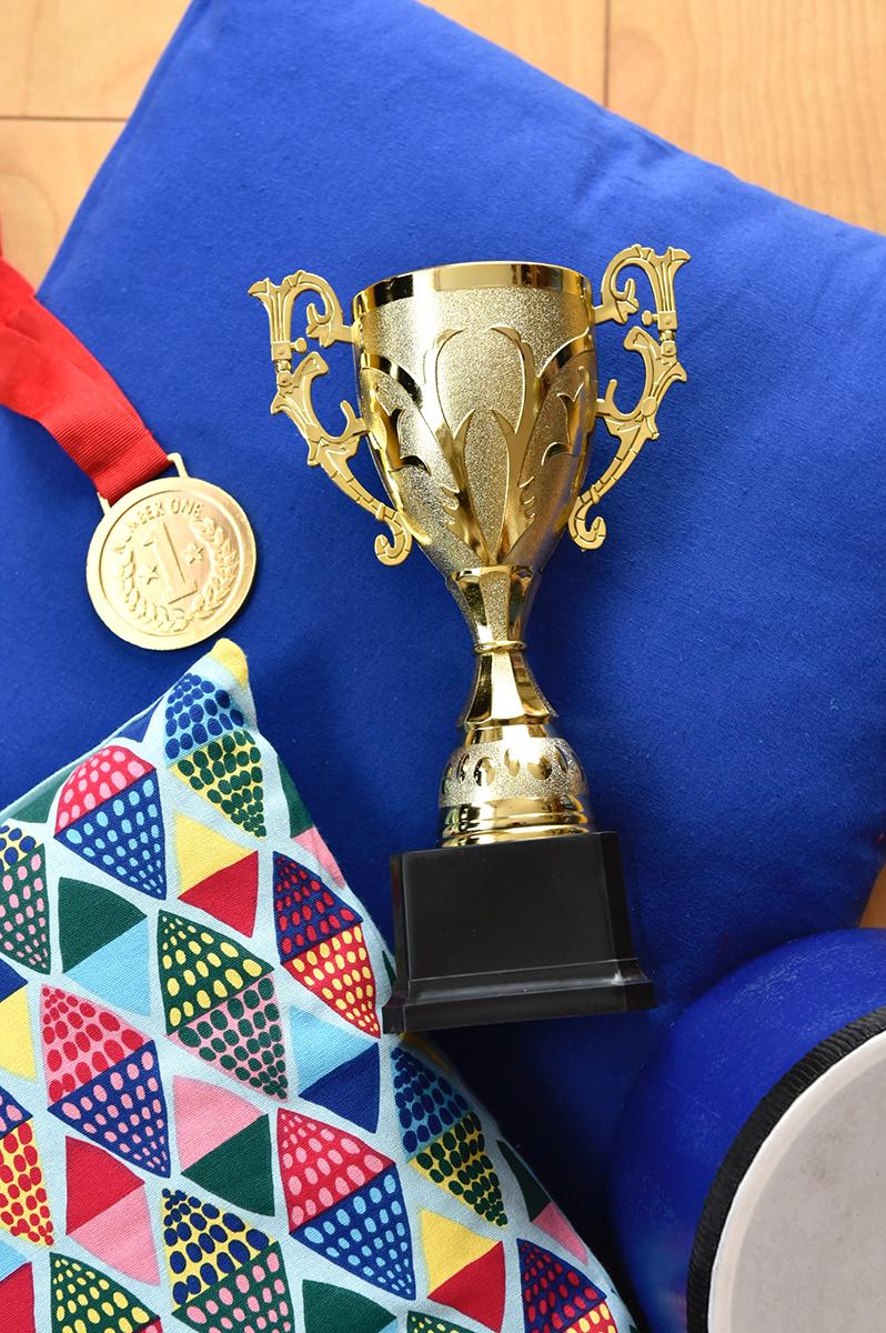 トロフィーと金メダル