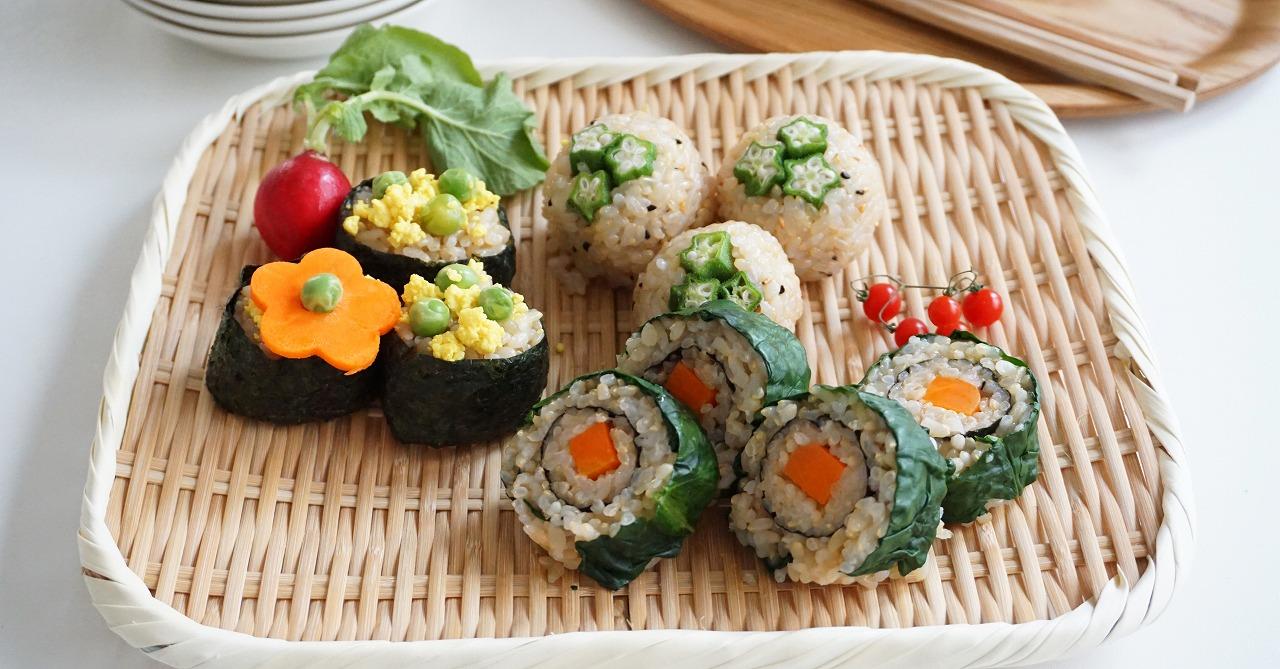 3種類のバリエーション!お弁当に花咲く彩りおにぎりの作り方