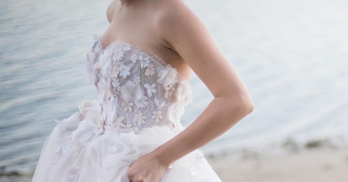 ウェディングドレス最新トレンド!3Dフラワードレスでオシャレ花嫁に