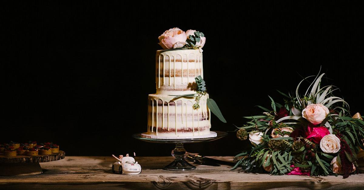 ケーキカットで映える!トレンドのオシャ可愛い「ウェディングケーキ特集」