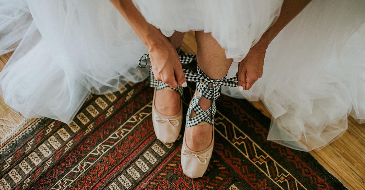 世界で一番幸せな花嫁を彩るウェディングシューズは?素敵なアイディア14選