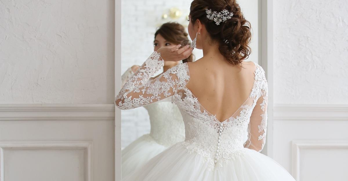 ロングスリーブのウェディングドレスがトレンド!自分に似合う1着を探すには何が大事?