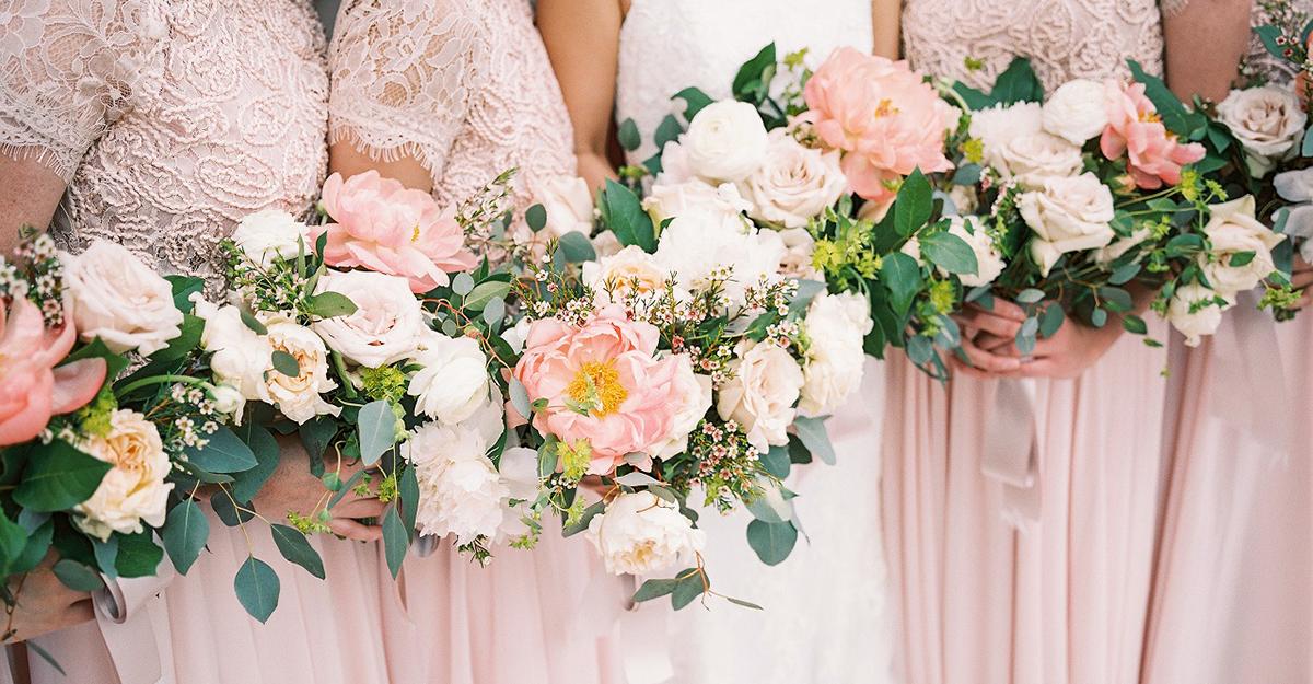 おしゃれ花嫁は、小花よりも大花が気分。最新トレンドのウェディングブーケをご紹介