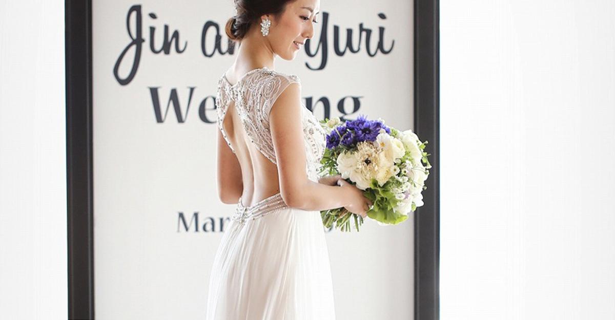 後ろ姿も美しく。花嫁さんの新定番はバックスタイルで魅せるドレス!