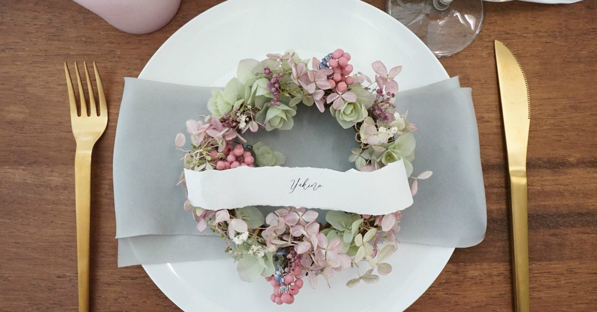 DIY花嫁必見!ドライフラワーでリース席札を手作りしよう