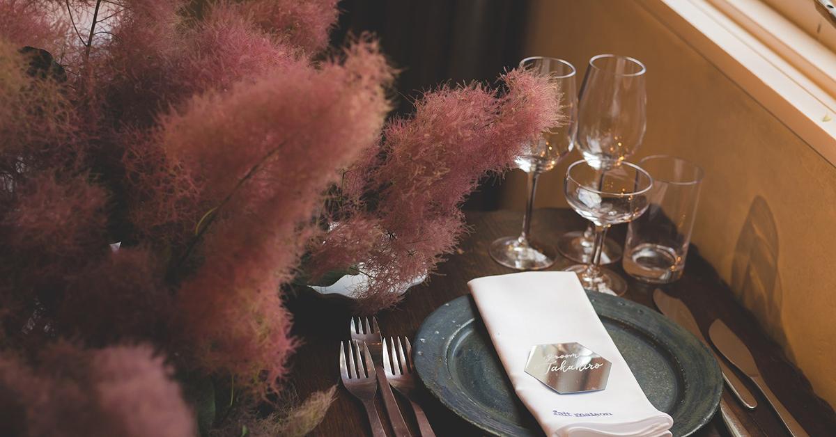 パンパスグラスの次はスモークツリーがトレンドに!装花のアイディア特集