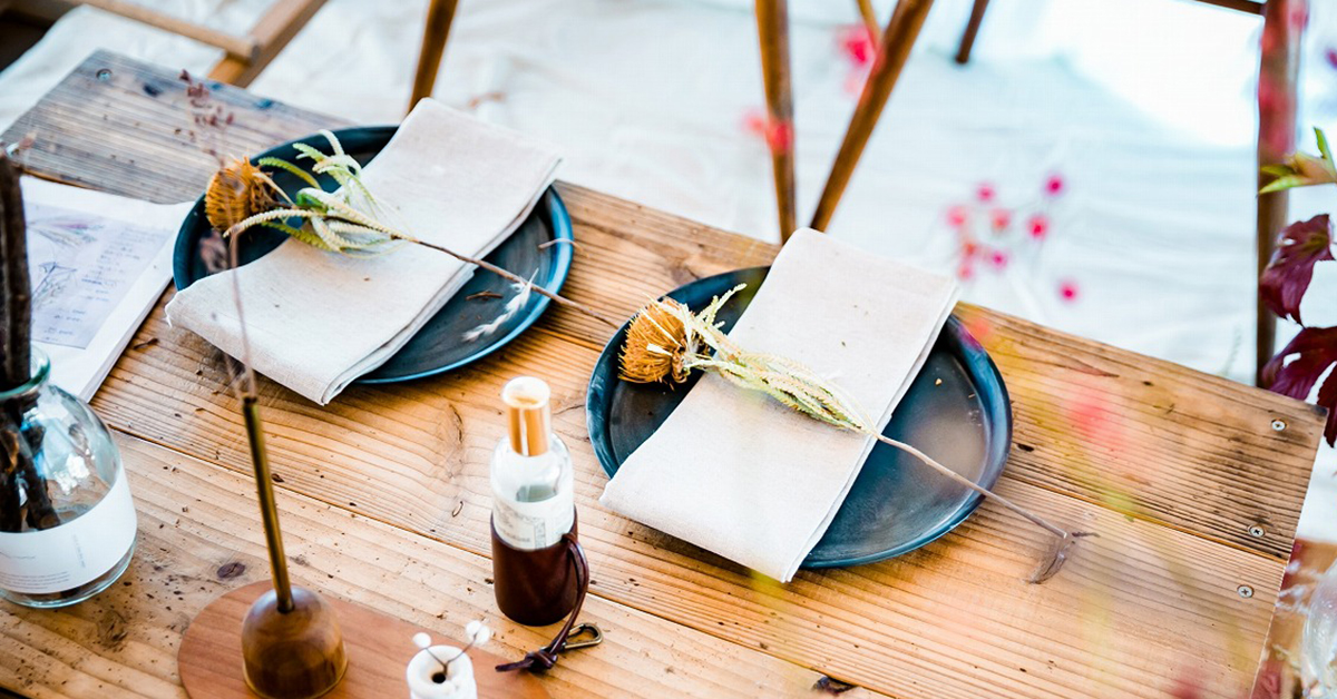 ゲストテーブルをとびきりおしゃれに。トーションフラワーの魅力とは?
