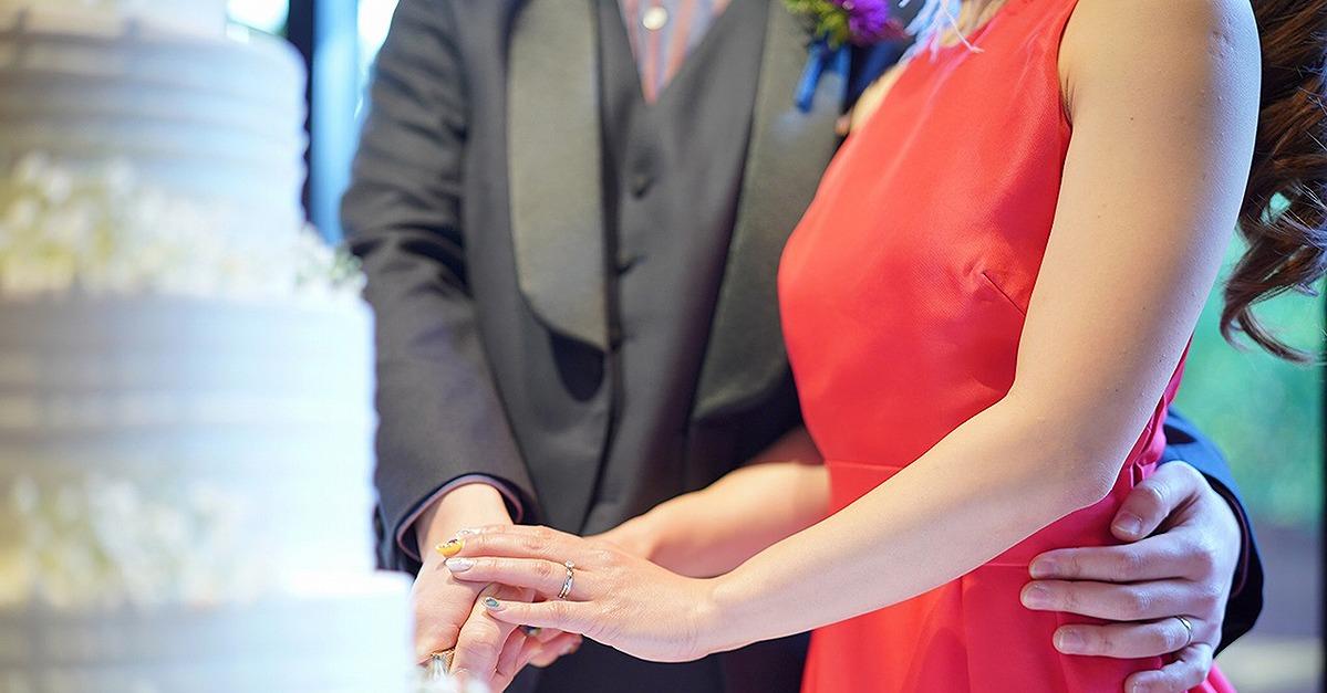 お色直しのイメージチェンジに。カラードレスは赤で決まり