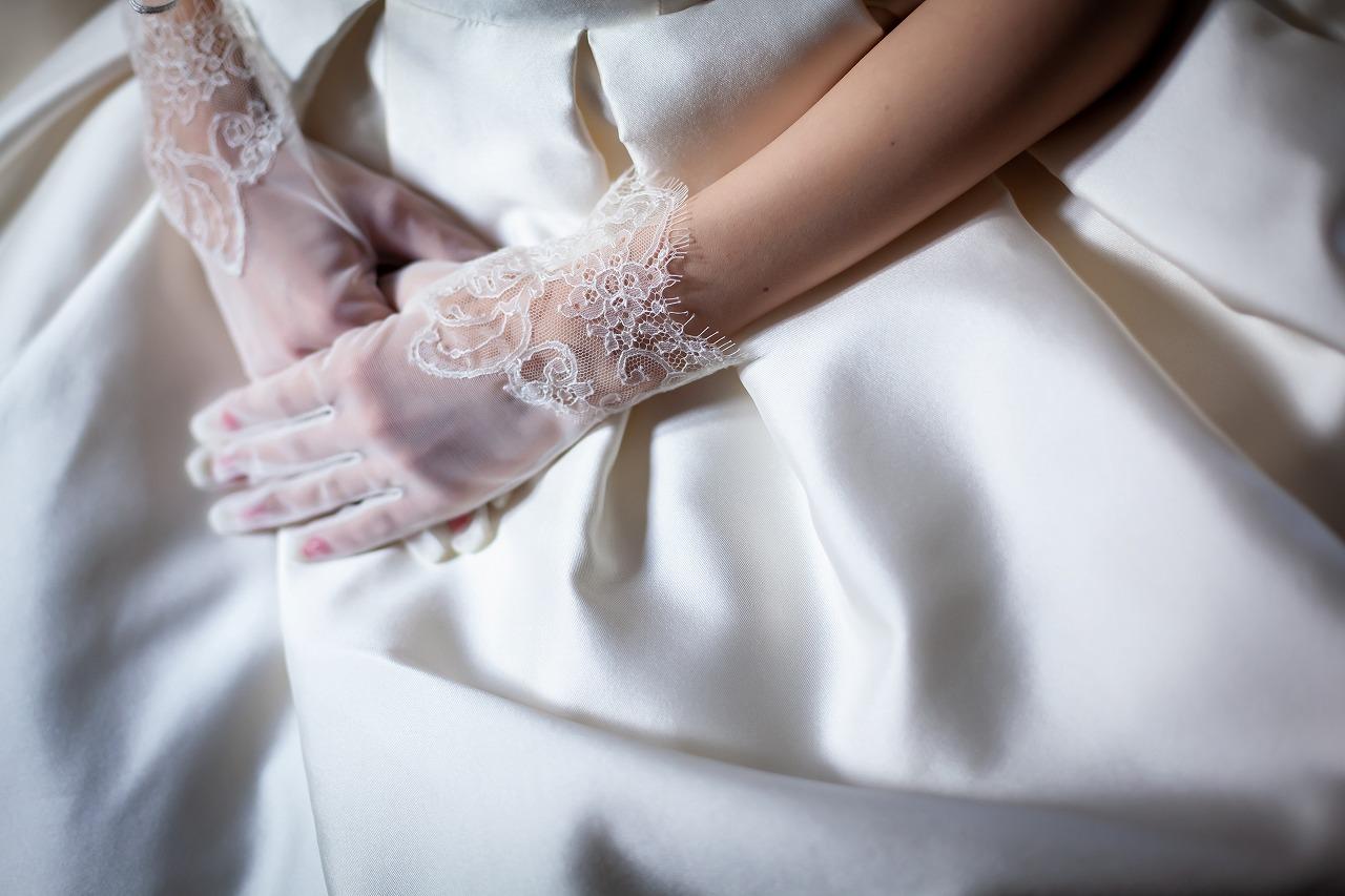 グローブ ウエディング ドレス 上品で清楚なウェディンググローブ×ドレスの可愛いコーディネート♡