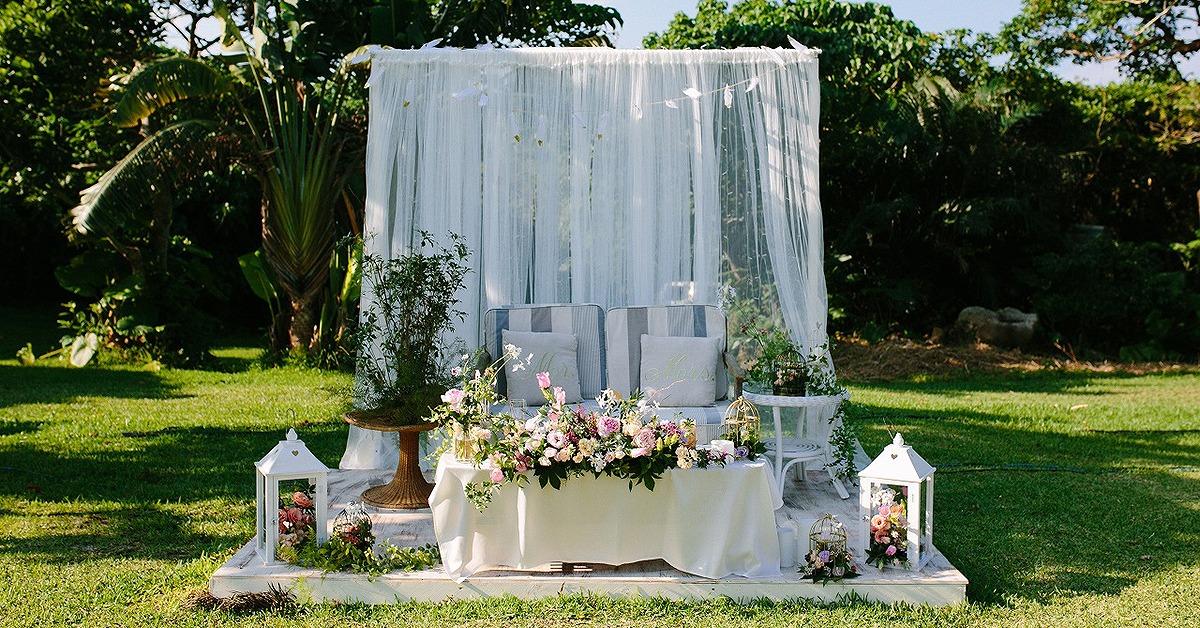 エレガントウェディングに。カーテンの高砂&アーチ装飾アイディア12選
