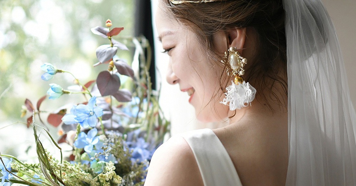 おしゃれ花嫁さんがこぞって選ぶ「大ぶりイヤリング」|結婚式アクセサリー