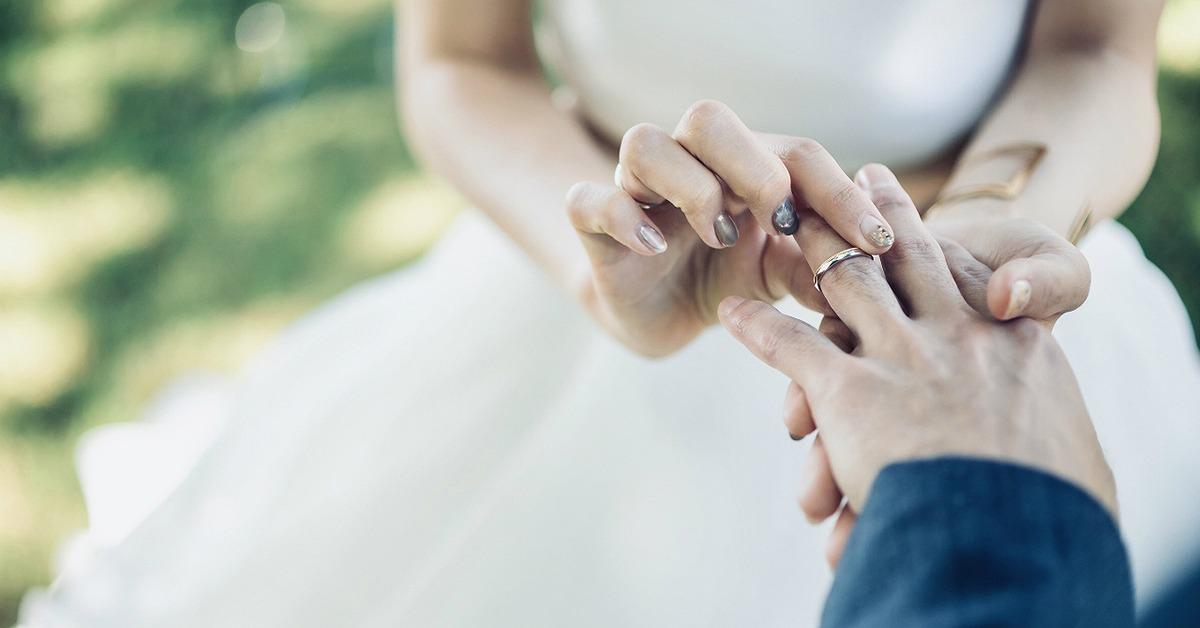 アイテム写真を素敵に残すには?結婚指輪のフォトアイディア12選