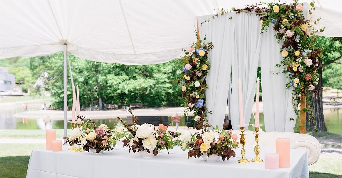 結婚式のメインアイコンに。テイスト別おしゃれなウェディング高砂11選