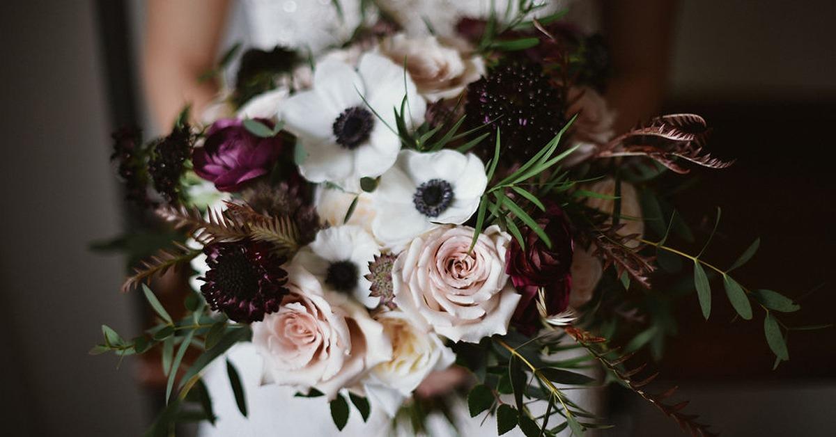 存在感抜群のブーケや装花に。アネモネを取り入れたウェディングアイディア