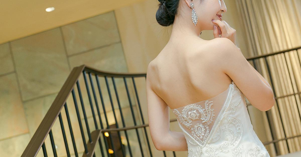 意外に後姿が見られてる!バックシャンなドレスで360°素敵な花嫁さんに