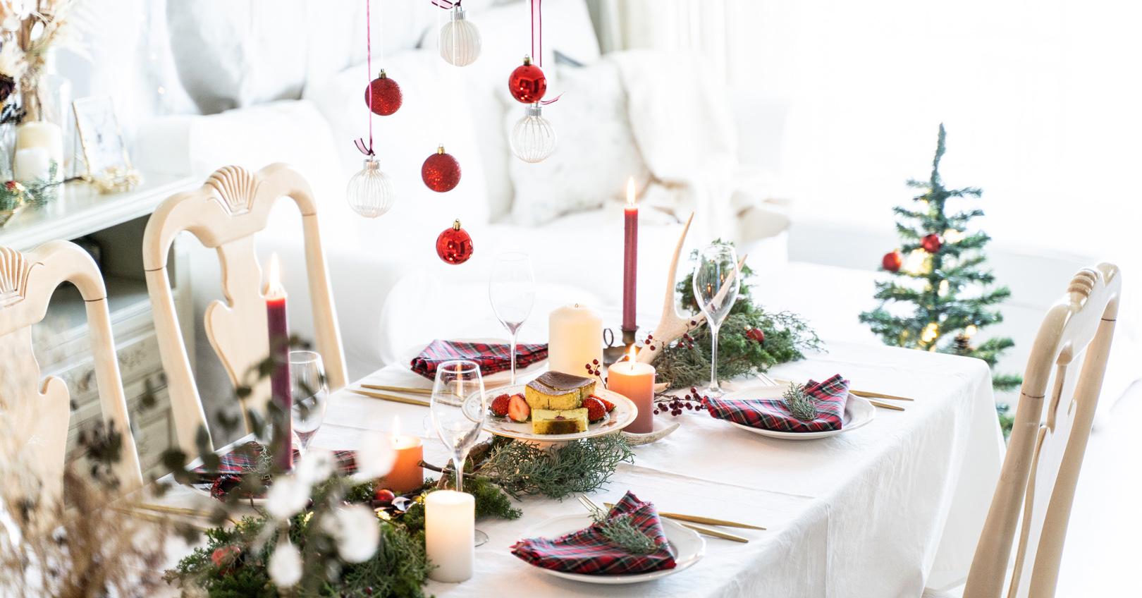 TARTAN CHRISTMAS WITH REINDEER