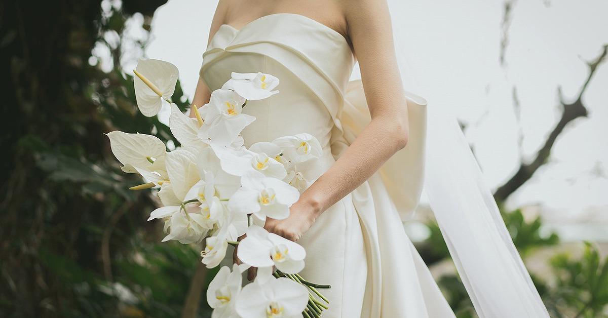 花嫁の魅力を引き出すシンプルなウェディングドレス特集