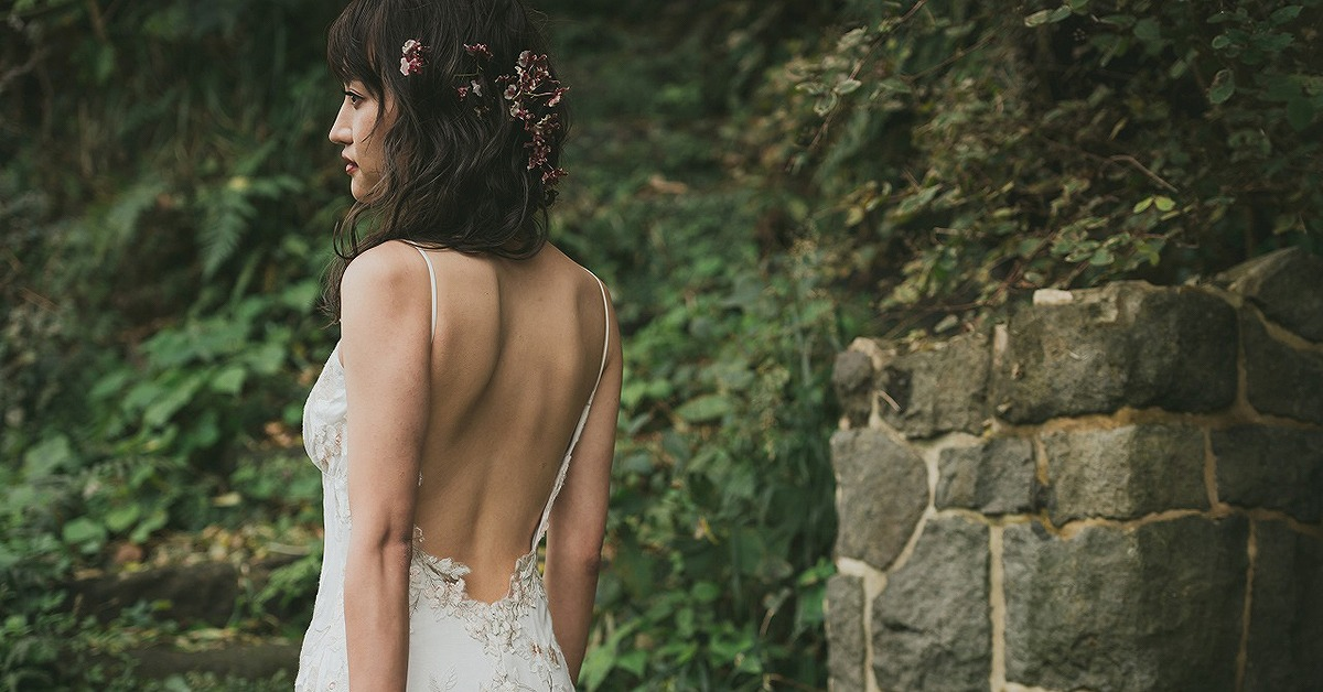 結婚式当日は気を抜かないで!美しい花嫁姿は姿勢と表情から